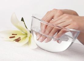 Effervescent instant powder manicure care